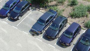 Parkovacie miesta pred panelákmi